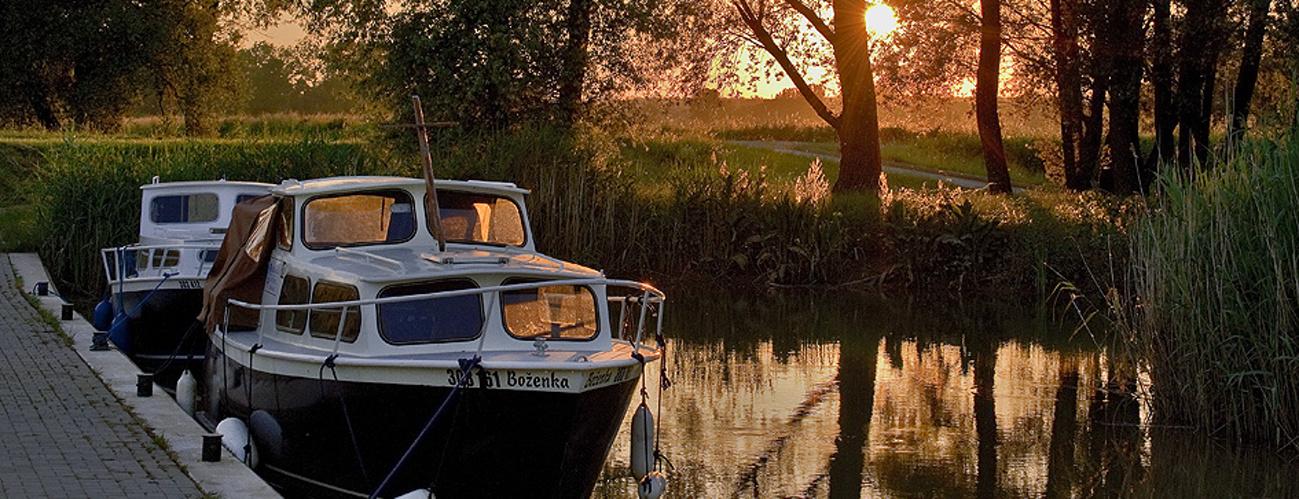 Baťov-kanál-loďky